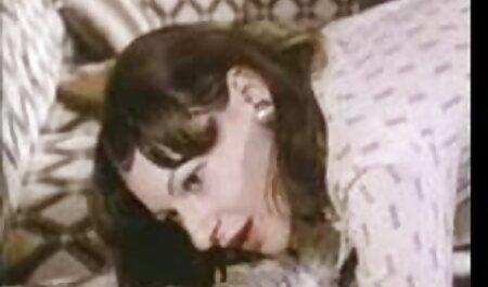 एक सुंदर शरीर सफेद लोग हैं, जो प्यार के पैरों के खिलाफ उसकी योनि मलाई के साथ काँसे के रंग वीडियो हिंदी मूवी सेक्सी