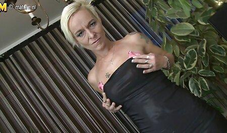 डेस्क फिल्म फुल सेक्सी वीडियो पर कार्यालय में लड़की बॉस