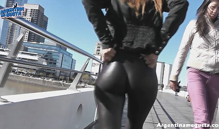 रूसी हिंदी सेक्सी मूवी एचडी लड़की उसकी स्कर्ट से दूर ले और उसे बिल्ली स्ट्रोक