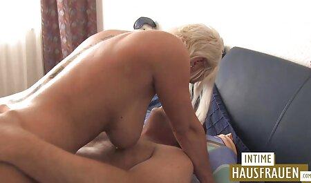 चेक लड़की एक बूढ़े आदमी द्वारा चूसा है, तो उसके सिर फेंक रानी चटर्जी की सेक्सी मूवी दिया