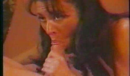 प्रिय, आकर्षक सेक्सी फिल्म वीडियो वीडियो उसे मुर्गा में, और उस पर कूद