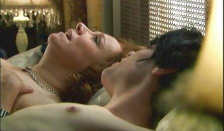 एक अच्छी लड़की उसे जाँघिया से सेक्सी फिल्म फुल सेक्सी दूर ले जा रही है और एक के साथ हस्तमैथुन,
