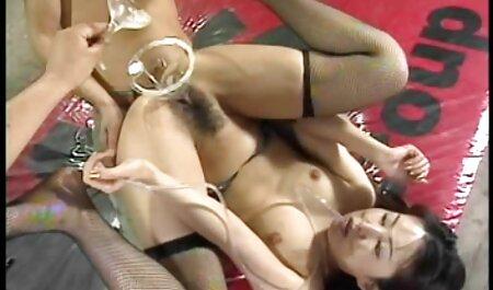 एक आदमी नाच एक सनी लियोन की सेक्सी मूवी वीडियो मोज़ा में एक बूढ़ी औरत, सदस्य हैं