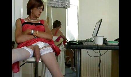 मिठाई, सुंदर पैर और कैमरे के सेक्सी मूवी देखने सामने करने के लिए एक संपूर्ण शरीर के साथ