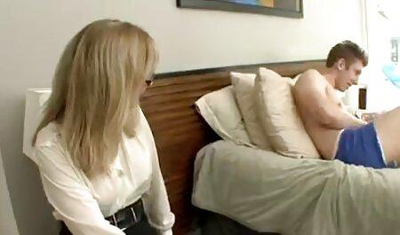 गुलाबी होंठ के साथ लड़की ढक्कन में डालने के लिए, एक्स एक्स एक्स एचडी मूवी बड़ा छेद से पता चलता है