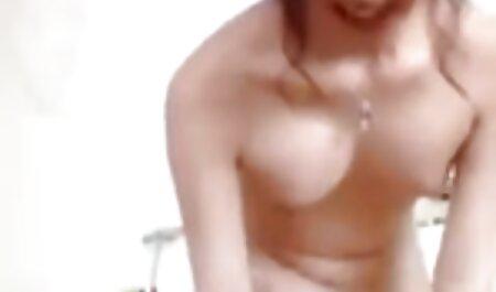 माँ सेक्सी मूवी एचडी में लड़की चिढ़ा और माँ मिठाई बनाना